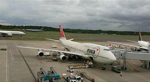 Narita%20airliners.JPG