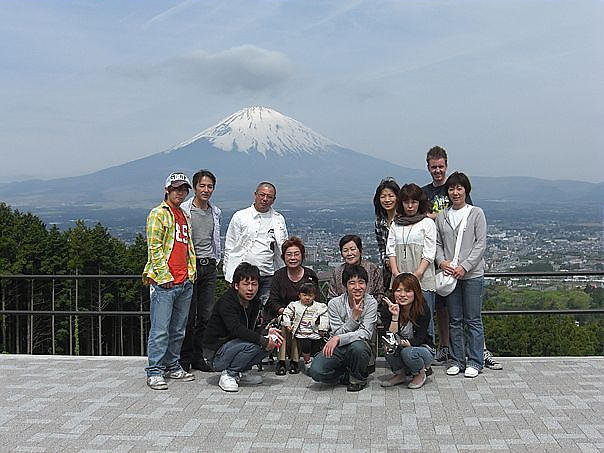Wess%20with%20my%20host%20family%20at%20fujisan.JPG